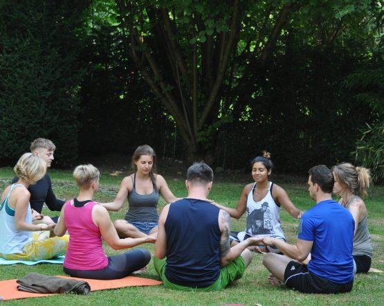 Yoga im Garten – Ammersee
